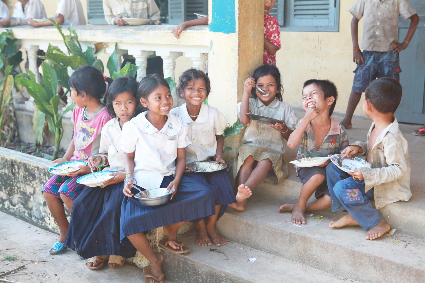 スクール・エイド・ジャパンは、途上国の孤児向けに教育支援事業を行っている