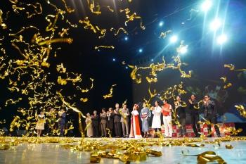 グランプリに輝いた大津さんには、ワタミから最大2000万円分の出資交渉権などの副賞が授与された