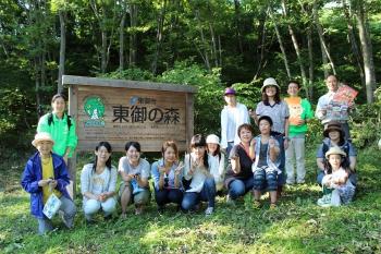 森林保全活動を行う「東御の森」での記念撮影