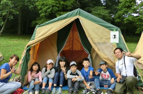 夜は自分たちで張ったテントで一晩過ごした