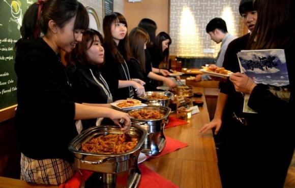 福島産ヒラタケ入りのペンネボロネーゼは参加者にも好評だ