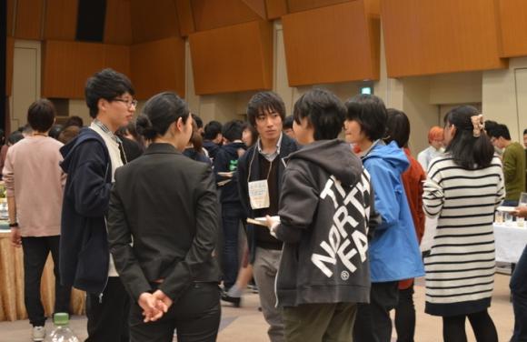 全国から集まった大学生たち。「エコパ」では交流を楽しんだ