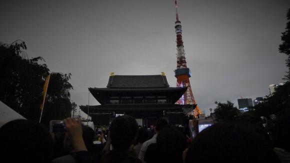 午後8時には増上寺に隣接する東京タワーが消灯