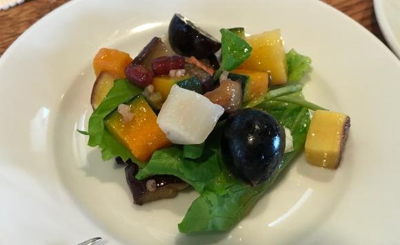 秋野菜とぶどうのグレインズパワーサラダ