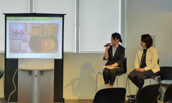 国連大学で開かれたフードロスディスカッションで。元ユニーの百瀬さん(右)と「TGIフライデーズ」の清水マネージャー