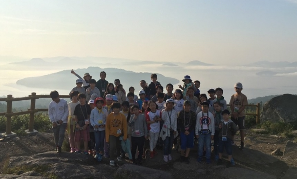 美幌峠から屈斜路湖に浮かぶ雲海を望む。絶景に息をのんだ