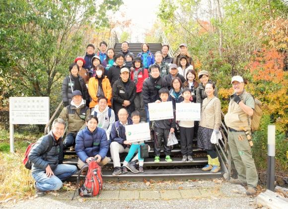 「森で自然とふれあう会」には、ワタミ社員、ユニー社員、地球エコ防衛隊のメンバーらが参加した