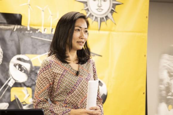 スキマ時間を活用した起業を提案する鶴賀奈穂乃さん